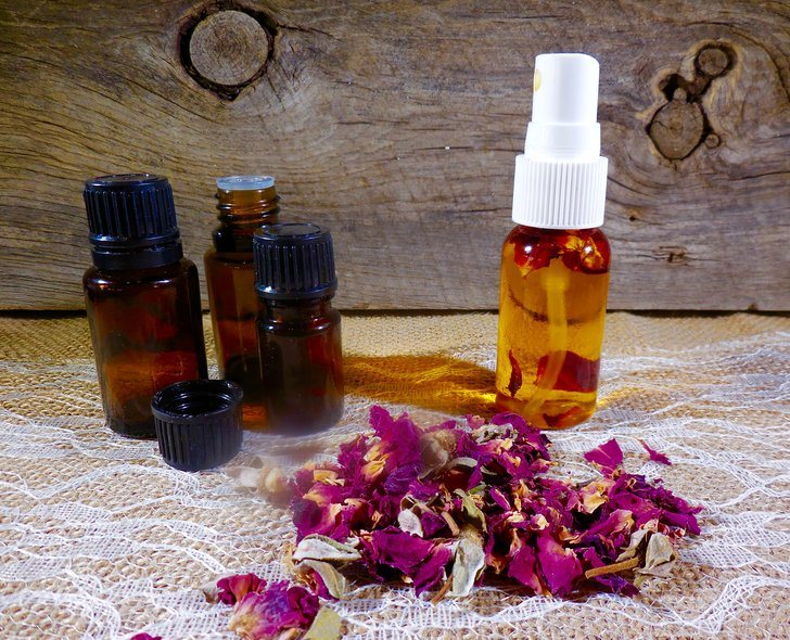 How To Make The World's Best Anti Aging Rosehip Face Serum
