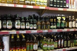7 Ways To Know If Your Olive Oil Is Fake (+ How To Buy The Best Olive Oil)