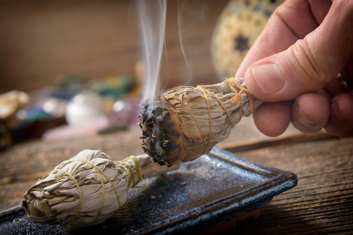 8 Reasons You Should Try Smudging Amp How To Do It At Home