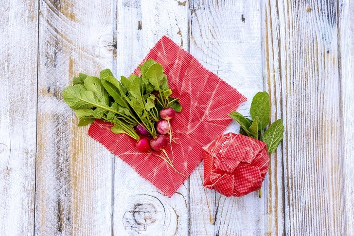 Homemade Reusable Beeswax Food Wraps - A Great Plastic Wrap Alternative